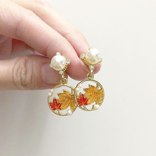 Leaf and Pearl Earrings - Diary of a Miniature Enthusiast