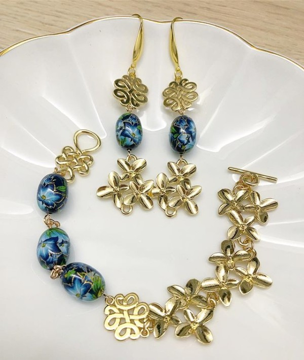 Blue and Gold Floral Earrings and Bracelet - Diary of a Miniature Enthusiast