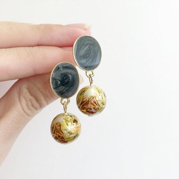 Pearl Vintage Flower Plain Black Earrings - Diary of a Miniature Enthusiast