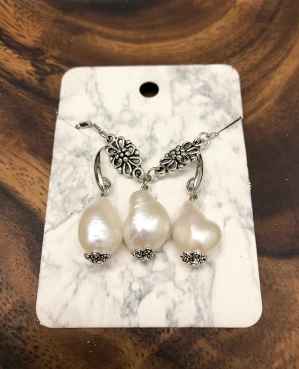 Fresh Water Pearls Earrings and Necklace - Diary of a Miniature Enthusiast