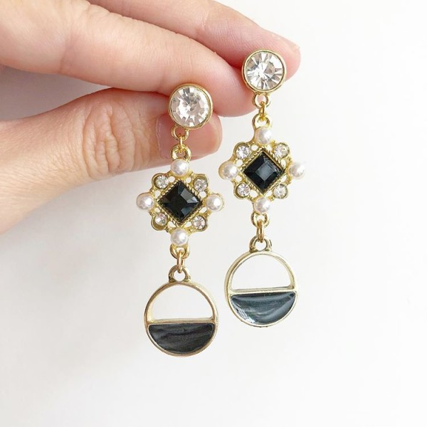 Black with Pearl Earrings - Diary of a Miniature Enthusiast
