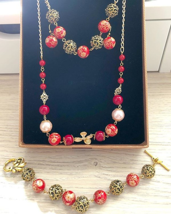 Red and Gold Earrings, Bracelet and Necklace - Diary of a Miniature Enthusiast