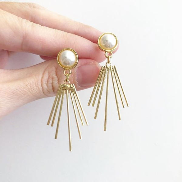 Purity Minimalist Earrings - Diary of a Miniature Enthusiast