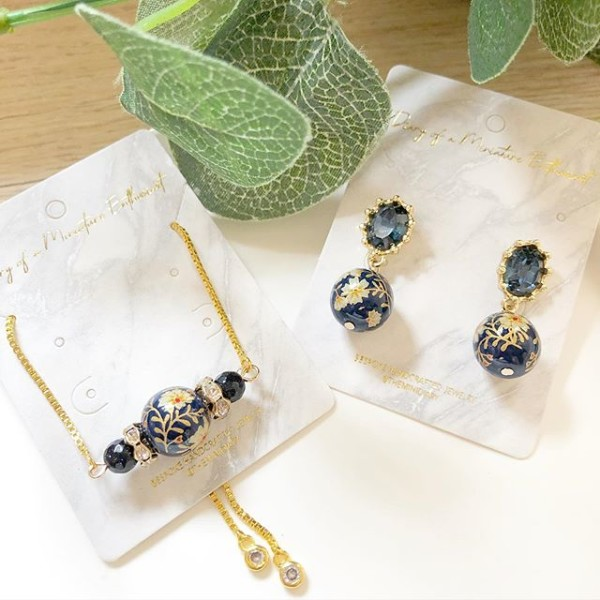 Navy Blue Daffodils Bracelet and Earrings - Diary of a Miniature Enthusiast
