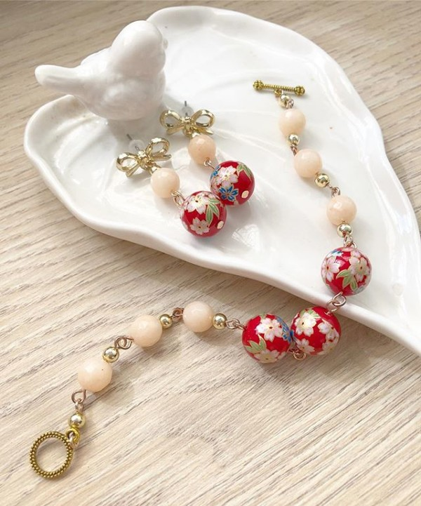 Red Sakura Earrings and Bracelets - Diary of a Miniature Enthusiast