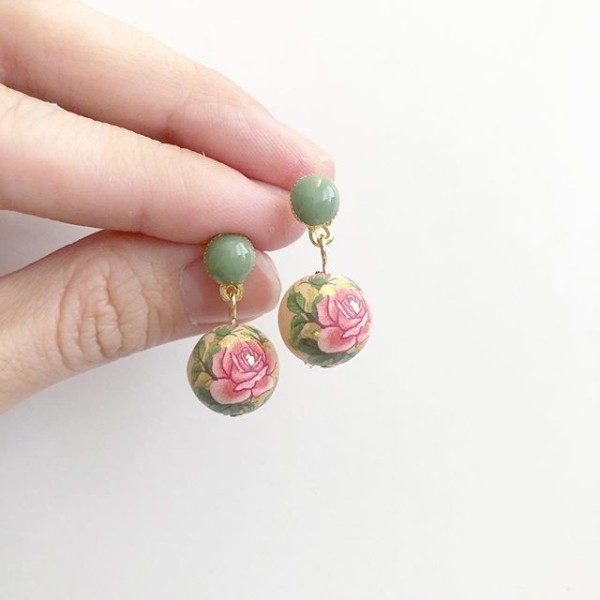 Classic Rose Light Peach and Antique Green Earrings - Diary of a Miniature Enthusiast