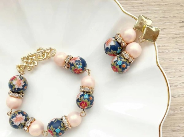 Peach Lily Earrings - Diary of a Miniature Enthusiast