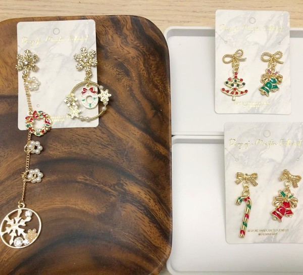 Christmas Charm and Asymmetrical Earrings set - Diary of a Miniature Enthusiast