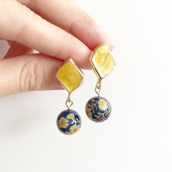 Navy Blue Daffodils Earrings  - Diary of a Miniature Enthusiast