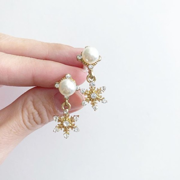 Purity Pearl Snowflake Earrings - Diary of a Miniature Enthusiast