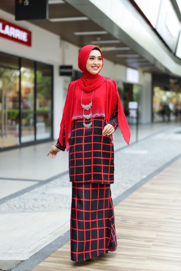 KURUNG HUMAIRA EXCLUSIVE HITAM (GARIS MERAH) - moff collection