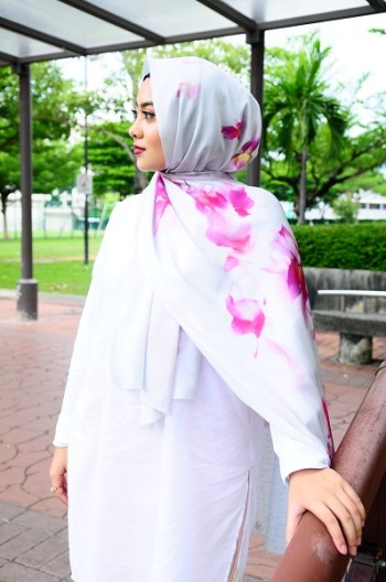 Maryam Amelie : Hibiscus Square Satin (Taupe) - Virtual CelebFest