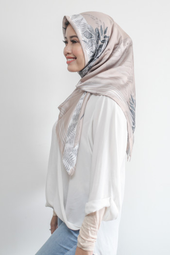 Cream Yasmeen Mosaic (shawl) - Virtual CelebFest