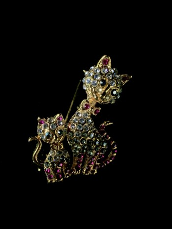 Ozel Jewellery Feather Brooch - Virtual CelebFest