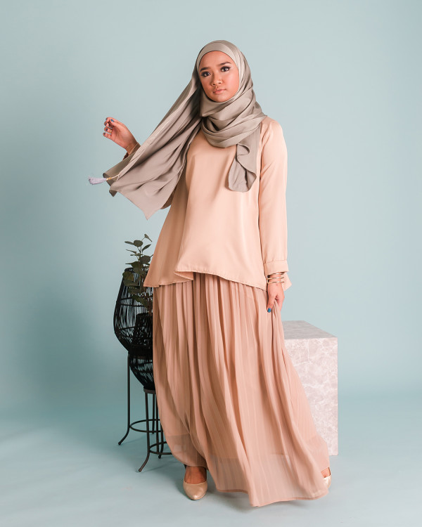 Zaryluq - Pleated Maxi Skirt in Gentle Willow - Virtual CelebFest