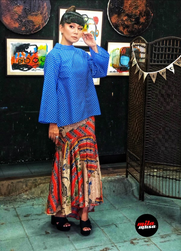 Mila Musa Princess Kedah High Neck Blue Polka Top - Virtual CelebFest