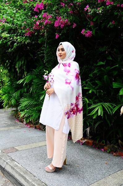 Maryam Amelie : Anggerik Shawl Satin (Orange) - Virtual CelebFest