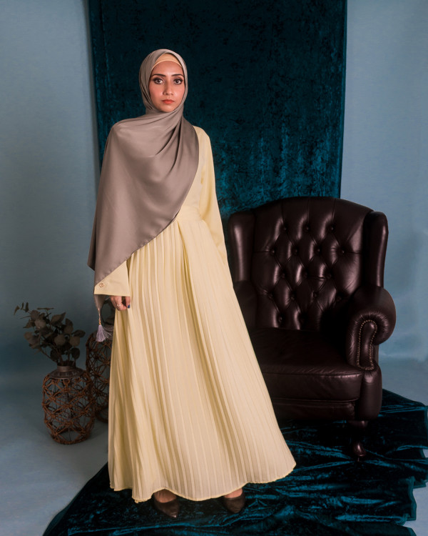 Zaryluq - Pleated Maxi Dress in Corn Silk - Virtual CelebFest