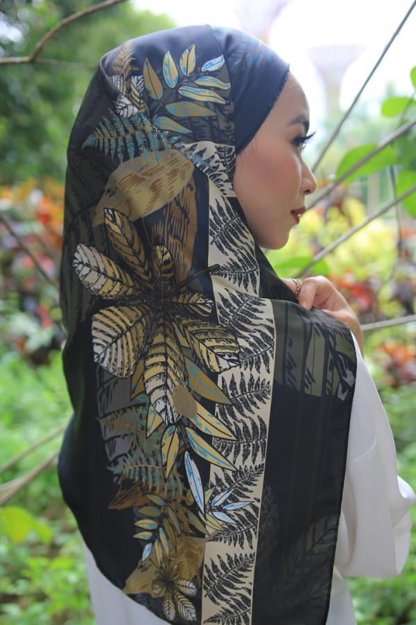 Black Turquoise Leaf Arrangement (shawl) - Virtual CelebFest
