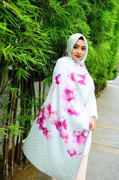 Maryam Amelie : Anggerik Shawl Satin (Green) - Virtual CelebFest