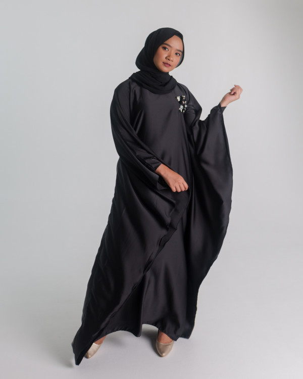 Zaryluq - Kaftan in Black - Virtual CelebFest