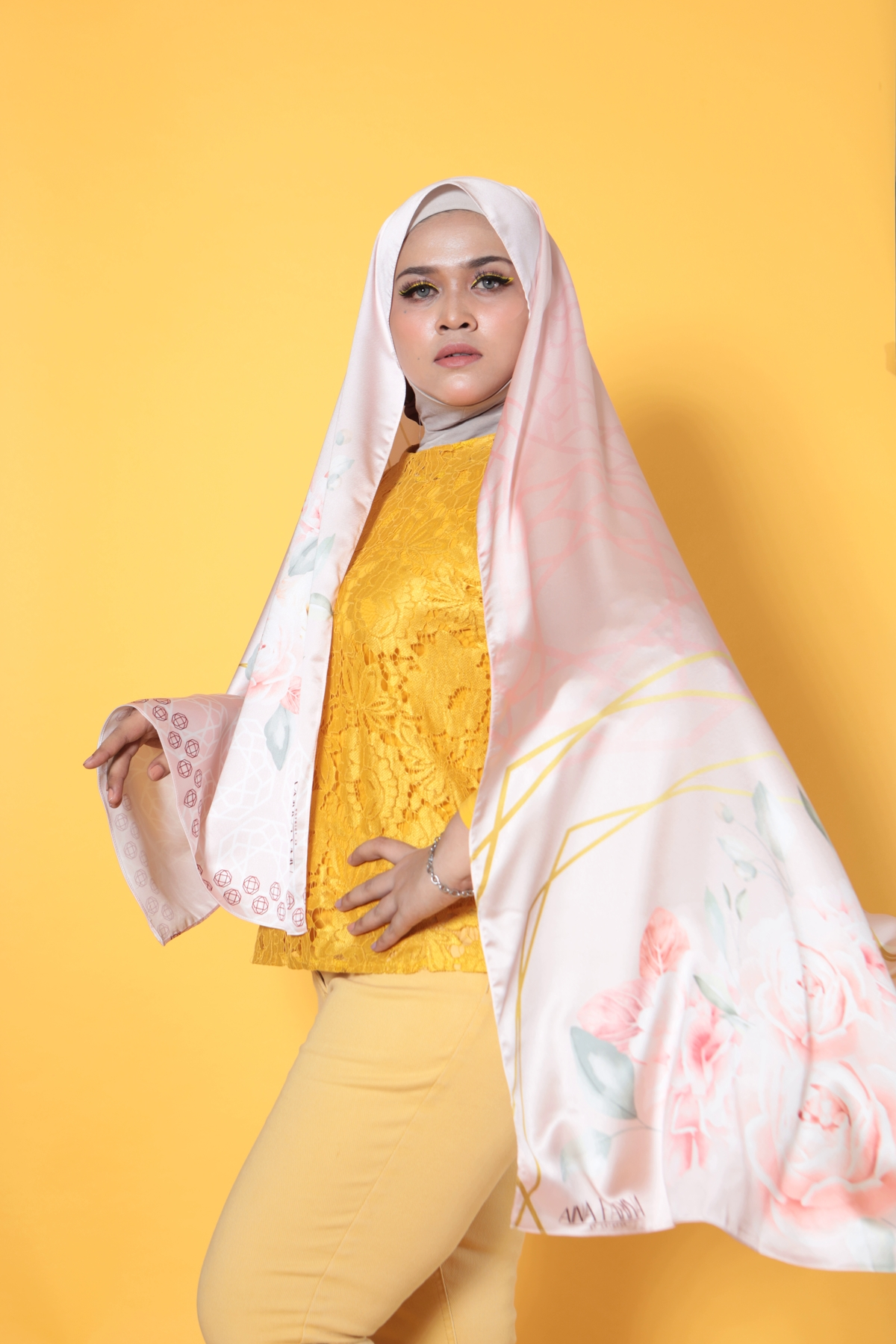 #AFBLOSSOM PRINTED SHAWL IN PASTEL PINK