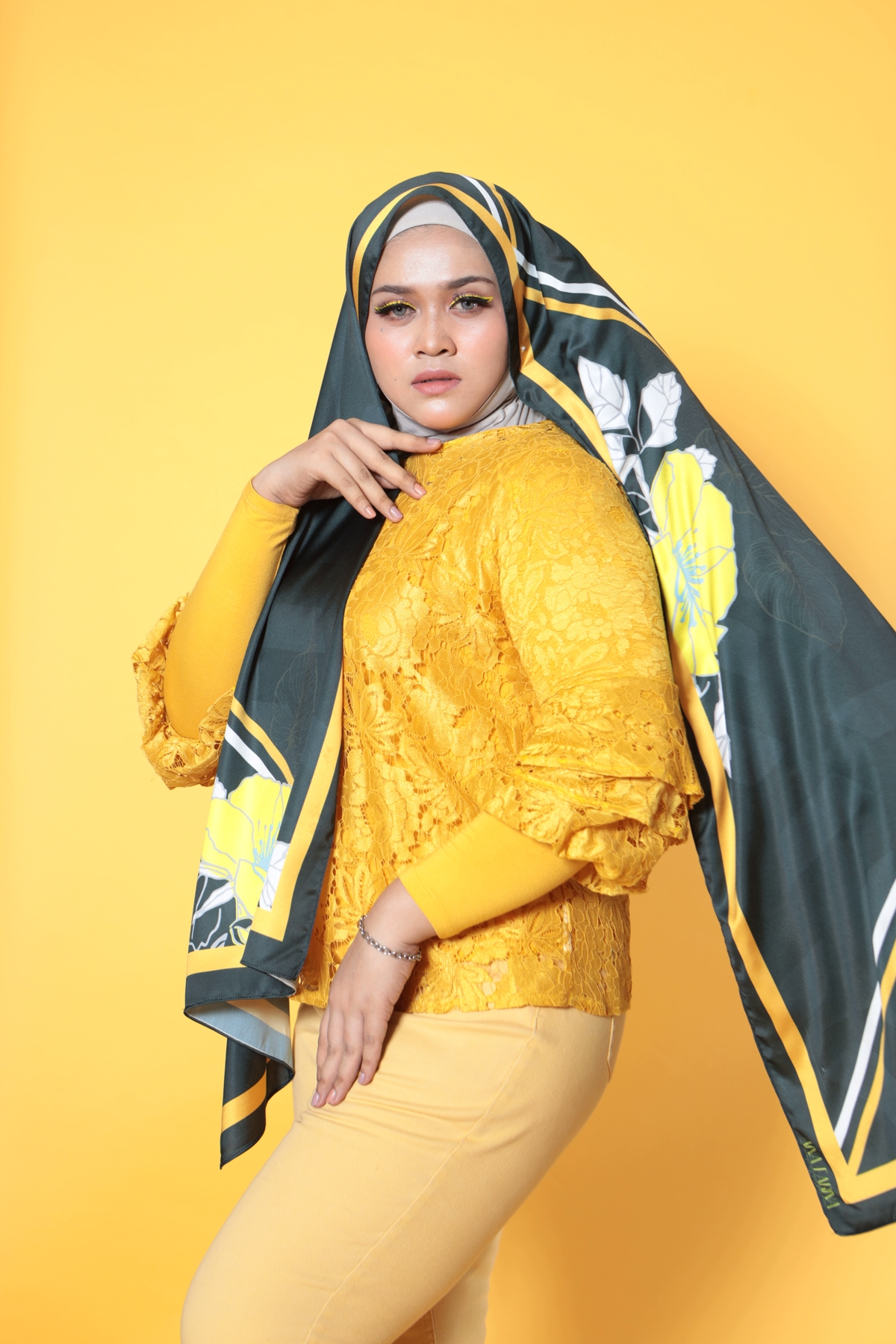 #AFBLOSSOM PRINTED SHAWL IN BAMBOO BLACK