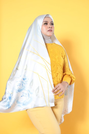 #AFBLOSSOM PRINTED SHAWL IN PASTEL BLUE