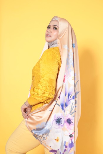 #AFBLOSSOM PRINTED SHAWL IN GOLD