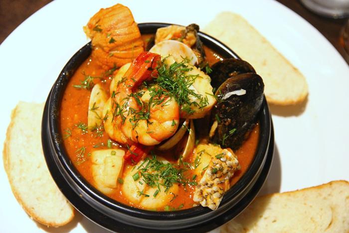17-best-pasta-restaurants-capri-trattoria-and-pizzeria-Cacciucco-alla-Livornese