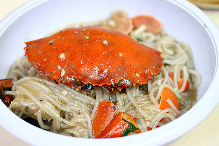 affordable-supper-places-singapore-126-dim-sum-wen-dao-shi-crab-beehoon