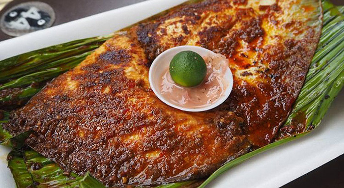 affordable-supper-places-singapore-chomp-chomp-food-centre-stingray