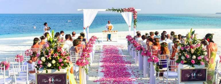 10 must-know tips for planning a destination wedding on a budget