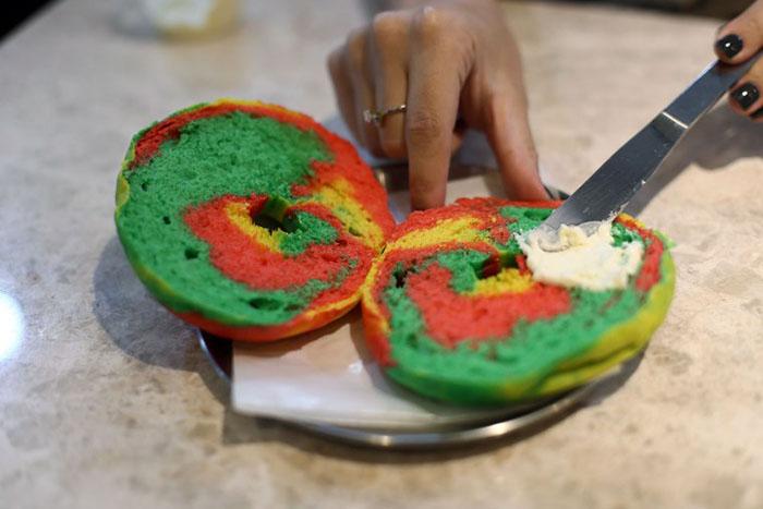 best-seoul-cafes-dore-dore-rainbow-bagel