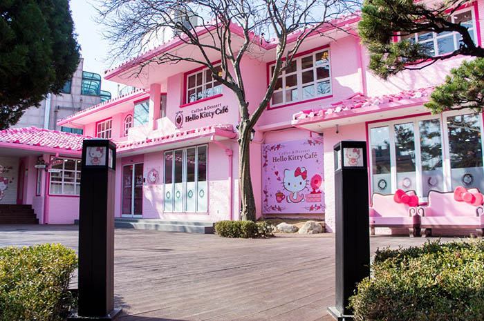 best-seoul-cafes-hello-kitty-cafe
