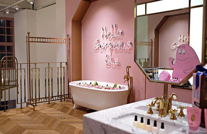 best-seoul-cafes-stylenanda-pink-pool-café-bathtub