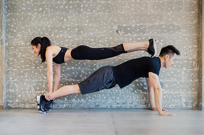 date-ideas-singapore-couple-yoga