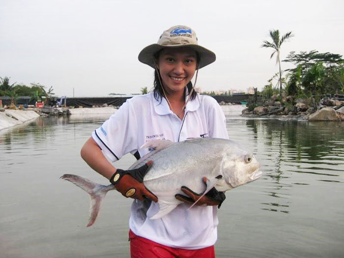 date-ideas-singapore-fishing