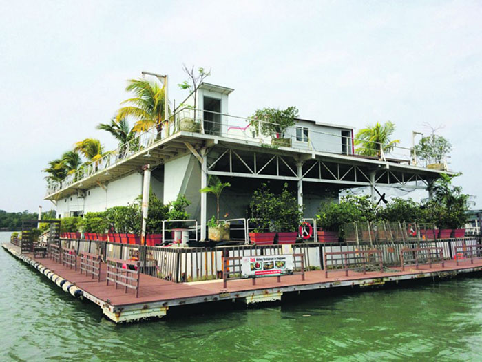 date-ideas-singapore-marine-kelong-restaurant-floating-seafood-restaurant
