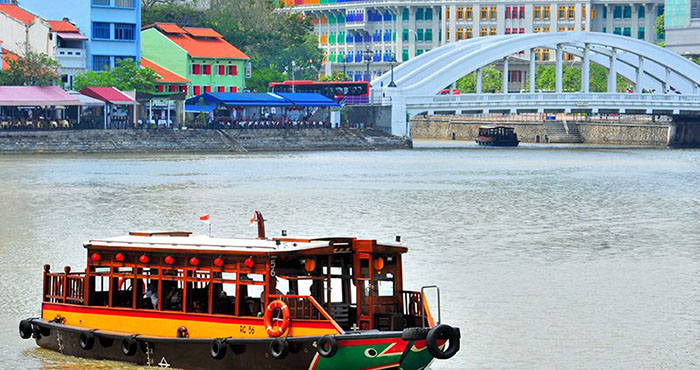 date-ideas-singapore-river-cruise