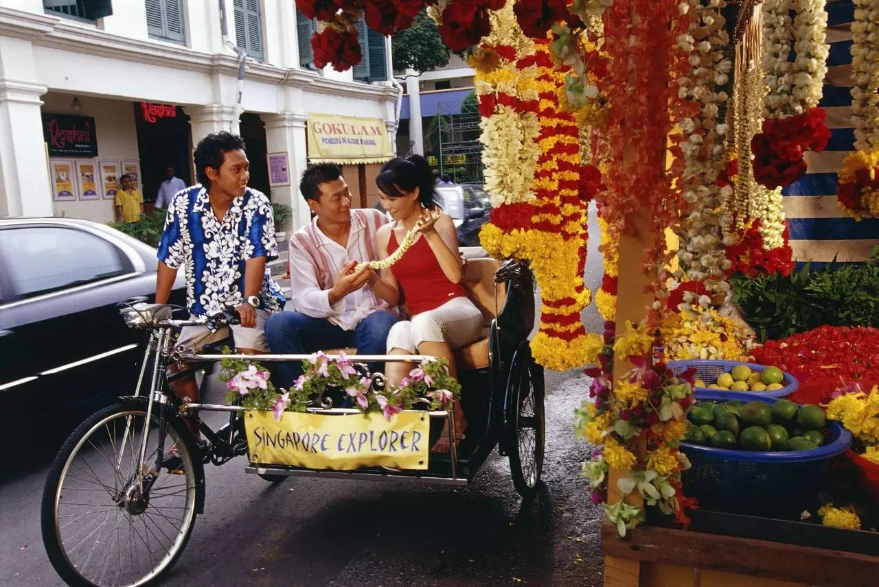 date-ideas-singapore-trishaw-uncle-tour-date