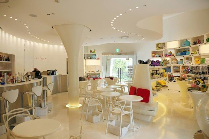 themed-cafes-tokyo-artnia-by-square-enix