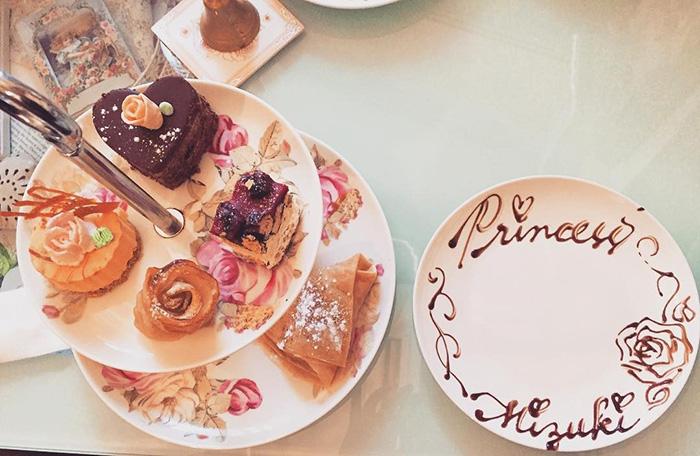 themed-cafes-tokyo-café-swallowtail-food