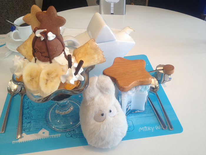 themed-cafes-tokyo-milky-way-cafe