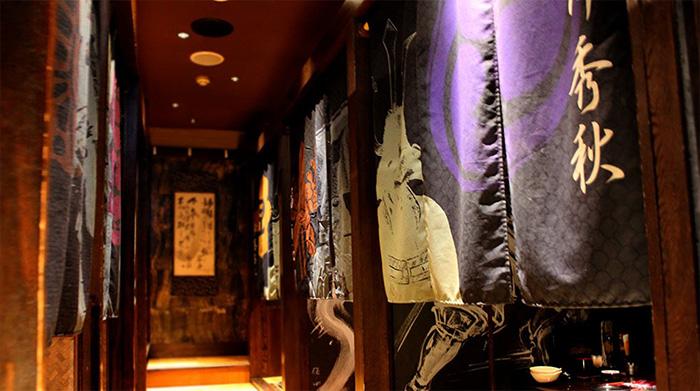 themed-cafes-tokyo-sengoku-buyuden-interior