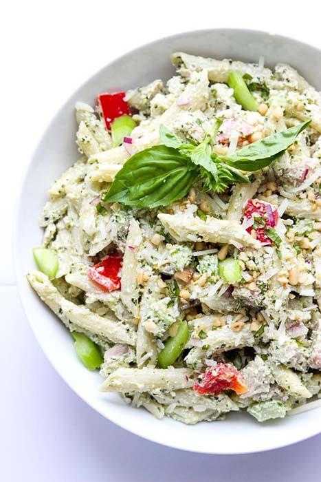 easy-pasta-salad-recipes-greek-yoghurt-pesto-chicken-pasta-salad