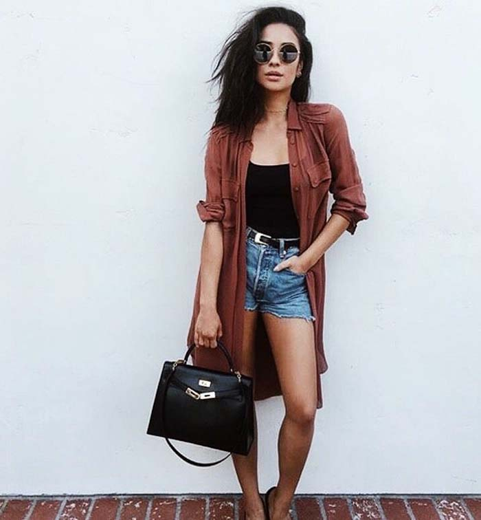 how-to-style-denim-shorts-cardigan