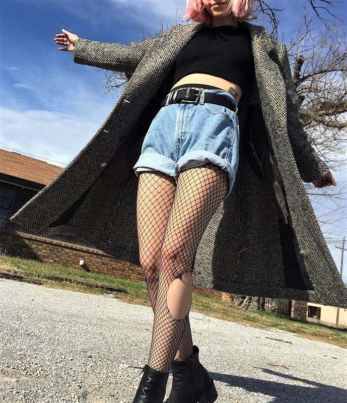 how-to-style-denim-shorts-fishnets
