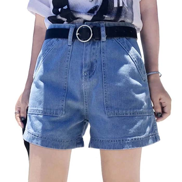 how-to-style-denim-shorts-thick-belt-with-shorts