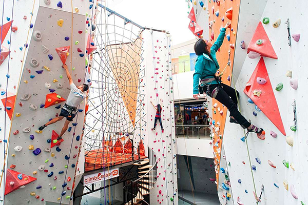 where-to-go-to-make-your-workout-extra-fun-indoor-rock-climbing